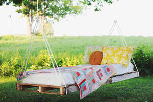 This Comfortable DIY Lounger is Perfect for Relaxing Outdoors