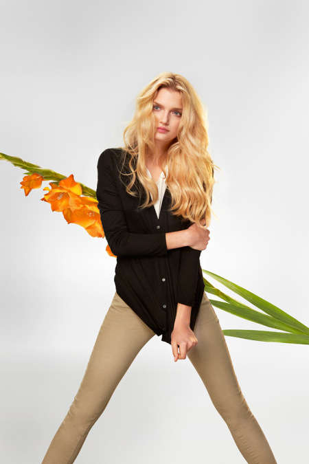 Simplistic Floral Backdrop Ads - The UNIQLO Silk and Cashmere Campaign Focuses on Minimalist Designs