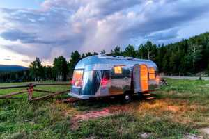 A 1954 Hunting Lodge Transforms into a Luxury Trailer