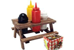 This Adorable Condiment Set Resembles a Miniature Picnic Table