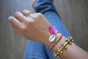 Make a Stylish Bracelet with Summery Seashells with This Quick Tutorial