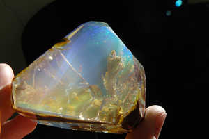 This Stunning Crystal Opal Looks Like a Miniature Aquarium