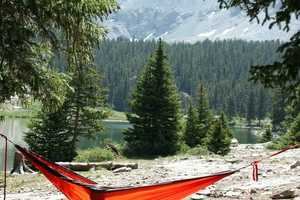 The Kammok 'Roo' is a Sleek Durable Hammock That is Perfect f
