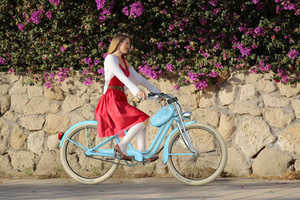 The Amelie Bicycle Impresses with Comfort, Convenience and Cuteness
