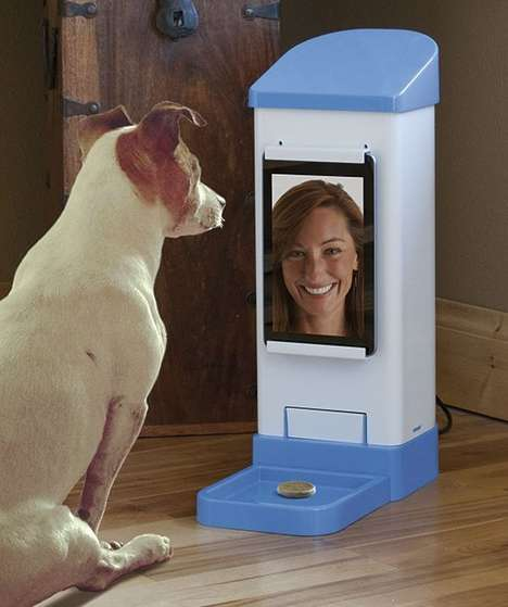 Digitally-Tossed Pet Treats - iCPooch Treat Dispenser Tames Terrified Terriers and Other Pets