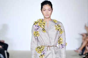 The Giambattista Valli Spring 2014 Offers an Uncluttered Floral Look
