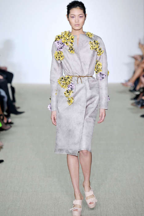 Simply Fitted Floral Fashions - The Giambattista Valli Spring 2014 Offers an Uncluttered Floral Look