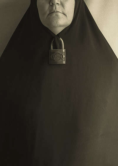 Harmful Conceptual Editorials - In These Conceptual Photos Mohammadi Captures Dangerous Devices