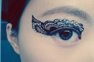 These Halloween Tattoos Create Dramatic Cat Eye Makeup Looks