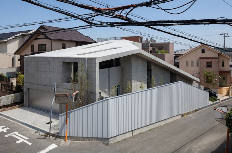 Maze-Filled Minimalist Houses