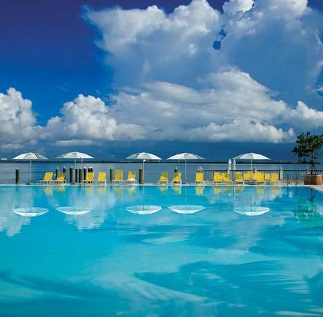 Glass Water Pool Hotels - This Miami Hotel is a Beautiful Beach Holiday Getaway