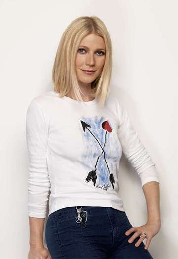 Celebrity Fashion to Fight Cancer - Gwyneth Paltrow for Key to The Cure