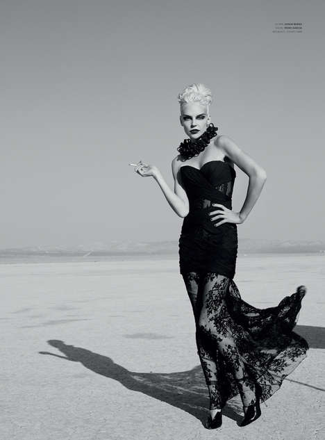 Desert Diva Captures - This Monochromatic Photography Series Features a Monroe Style Model