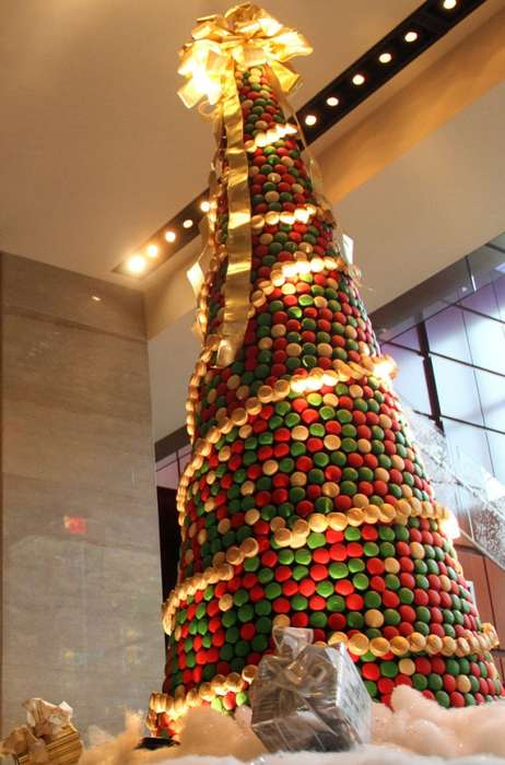 Edible Holiday Skyscrapers - The Ritz Carlton in Charlotte Unveils an 8 Ft Tall Macaron Holiday Tree