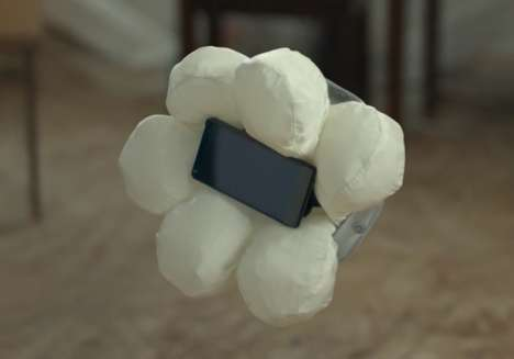 Electronic Device Airbags - The Smartphone Case N by Honda Cushions Gadgets When Dropped