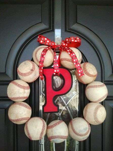 Sporty DIY Holiday Wreaths - This Sporty DIY Christmas Wreath is Made From Old Baseballs