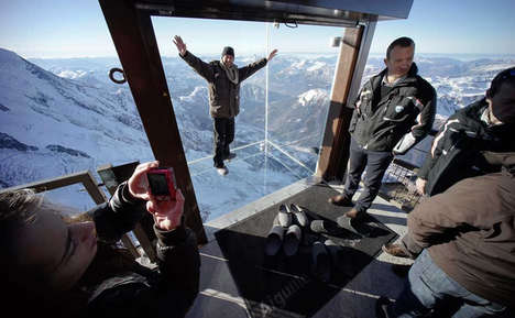 Ilusionary Alpine Cable Cars - 'Step Into the Void' is a Fear Factory-Worthy Glass Box