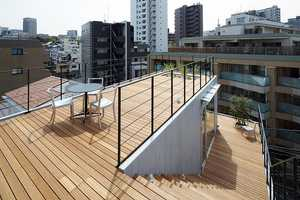 The Balcony House in Tokyo Values the Outdoors