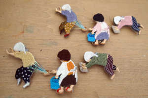 This Embroidered Brooch Shows the Lives of Japanese Moms