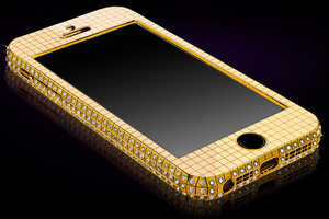 The Goldgenie Solid Gold iPhone 5s Makes All Your Calls Glamorous