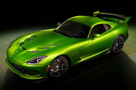 Serpentine Auto Makeovers - The New 2014 SRT Viper Color Was Unveiled at the Detroit Auto Show 2014