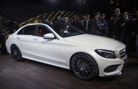 Touchpad Technology Cars - The 2015 Mercedes-Benz C-Class Debuted at the Detroit Auto Show 2014