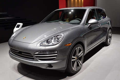 Platinum-Trimmed Luxe Cars - The 2014 Porsche Cayenne Platinum Edition Debuted at the NAIAS
