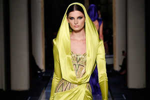 The Atelier Versace Spring 2014 Couture Show is all About Grace