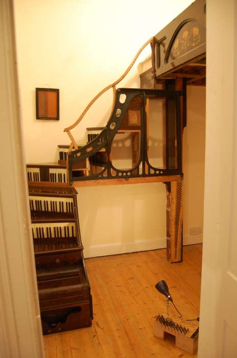Makeshift Musical Staircases - Artist Tim Vincent-smith Used an Old Piano for His Newest Project