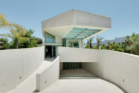 Seamlessly Aquatic Architecture - The Jellyfish House by Weil Arets Architects Blends into the Sea