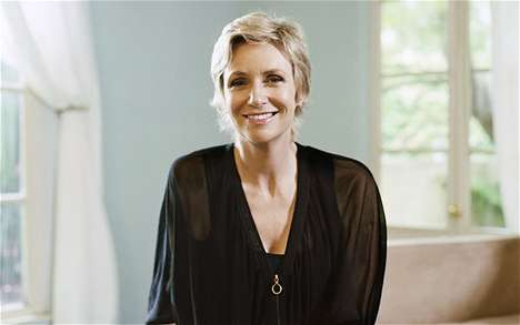 Motivating Young Women - Jane Lynch Inspires Women with Her Smith College Graduation Speech