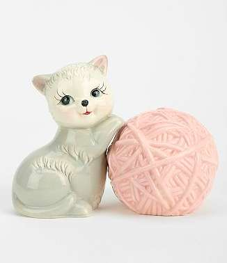 Playful Feline Spice Shakers - Show Your Cat Love Even in the Kitchen with Kitten and Yarn Shakers