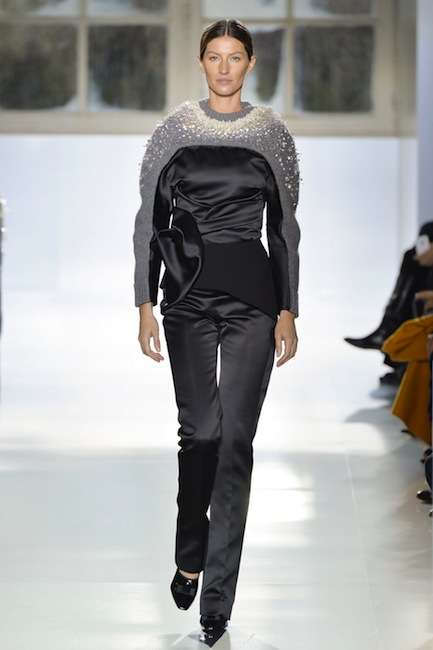 Structured Urban Knit Collections - The Balenciaga Fall 2014 Collection Stars Gisele Bündchen