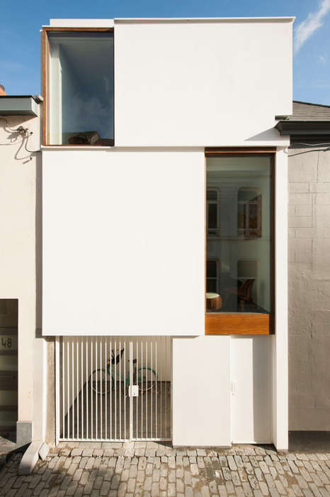 Color Contrast Renovations - This Beglian House Addition Makes Use of Contrasts