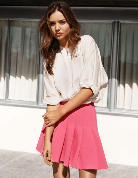 Flirty Off-Duty Lookbooks - Miranda Kerr Looks Gorgeous and Sweet in the H&M Spring 2014 Collection
