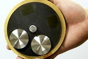 This Energy Generator Uses Ambient Movement to Power It