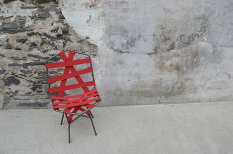 Strap-Structured Seating - Off the Hook Chair Binds the Body Comfortably, Despite the Metal Frame