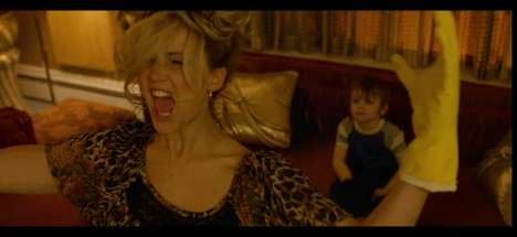 Crazed Celebrity Lip-syncs - The Lip-Sync of Jennifer Lawrence in American Hustle is Amazing