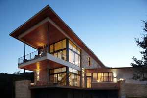 The Lake Travis Residence Features an Elongated Top
