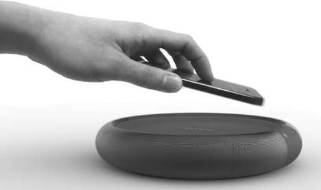 Minimalist Masculine Docks - Circle by Jae Young Jang is Both a Speaker and Phone Charger