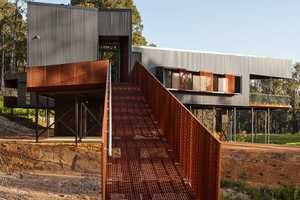 The Nannup Holiday House in Australia Embraces Nature's Gifts