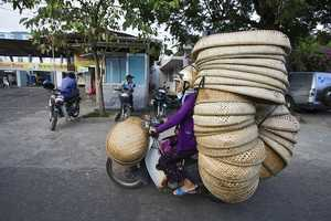 The Hans Kemp Bikes of Burden Photos Depict Urban Vietnamese Life