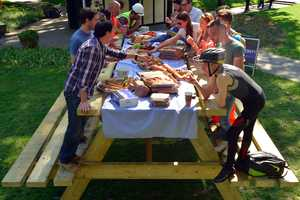 O2's Big Picnic Table is a Spot for Brits to Grab £1 Meals for Lunch