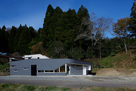 Light Fluctuating Abodes - The E House Encompasses Both Shadow and Light