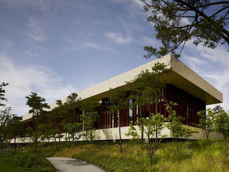 Elongated Slab Architecture - The Whistling Rock Golf Clubhouse Stands Out from the Surroundings