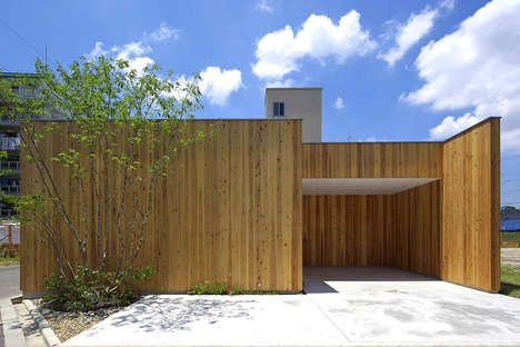 Cedar Plank-Surrounded Abodes - Arbol Design Provides Ample Privacy for a Residence in Japan
