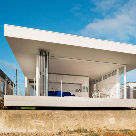 Modernist Beach House Abodes - The Kench House by Meloy Architects Embraces Simplistic Design