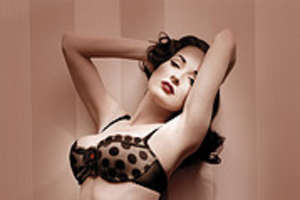 Dita Von Teese in Retro Wonderbra Commercial