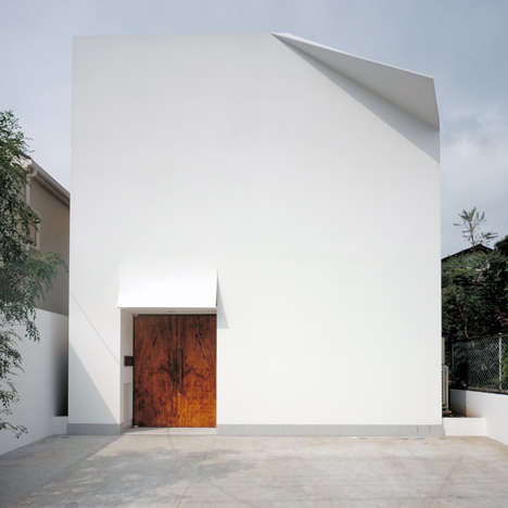 Dog-Eared Residences - The F-House Designed by Yukio Hashimoto Looks Like a White Blank Page