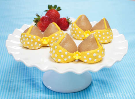 Busty Bikini Desserts - These Chocolate Strawberries are Decorated to Look Like Triangle Swim Suits